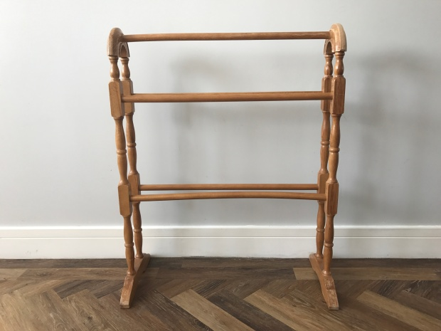 How to upcycle a wooden towel rail